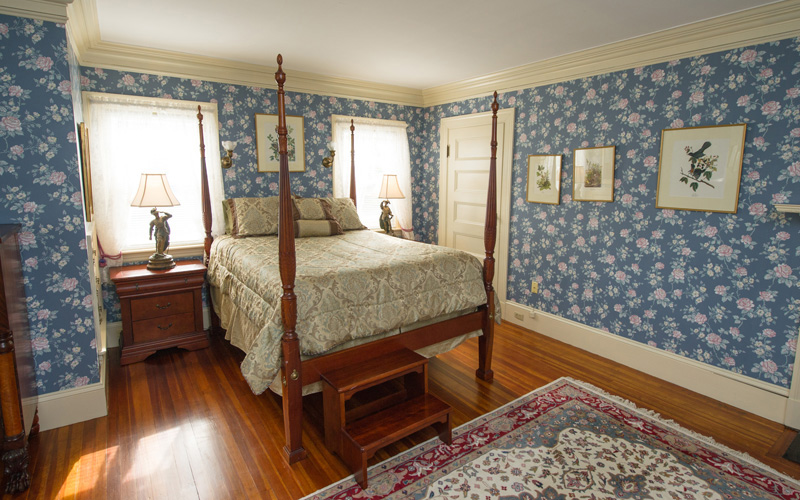Blair Eyrie guest room at Thronhedge Inn