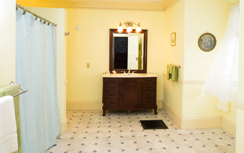 B&B guest room with private bath