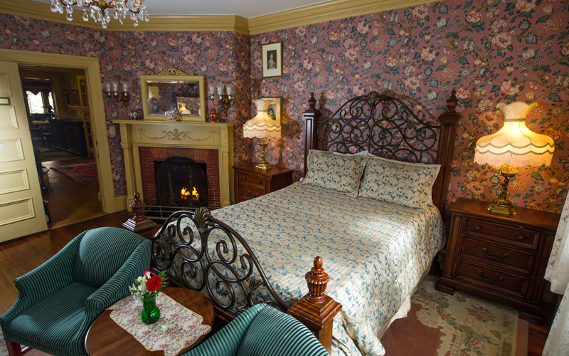 Chatwold guest room with fireplace at Thornhedge Inn