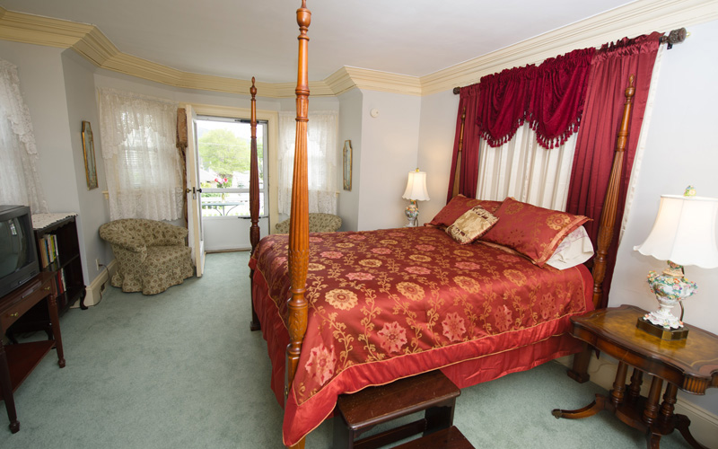 Stanwood guest room at Thornhedge Inn bar harbor maine