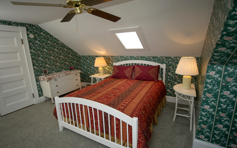 Strawberry Hill b&b guest room at Thornhedge Inn